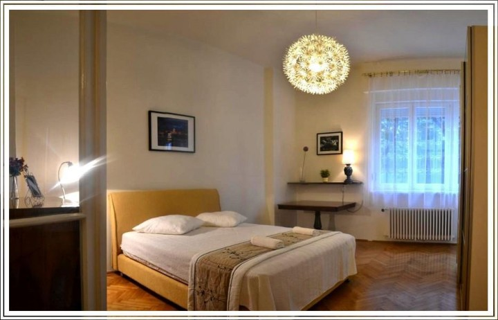 Budapest apartment: King
